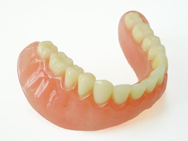 Proteza zębowa - ile kosztuje?