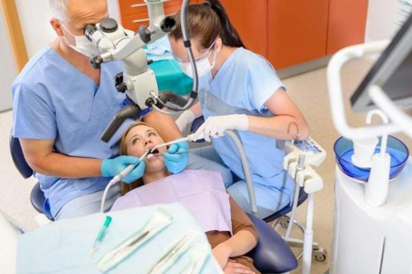 Praca zespołowa to obecnie standard w gabinetach dentystycznych