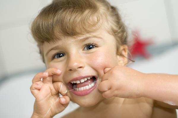 Warto nitkować zęby