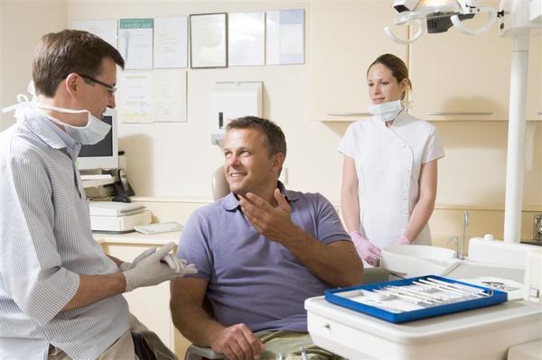 Czy dentysta może się nie zgodzić się na wyrwanie zęba?