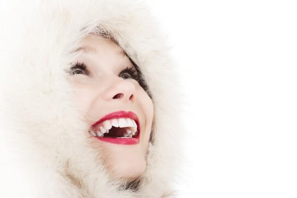 Domowe metody wybielania zębów – które z nich naprawdę działają?