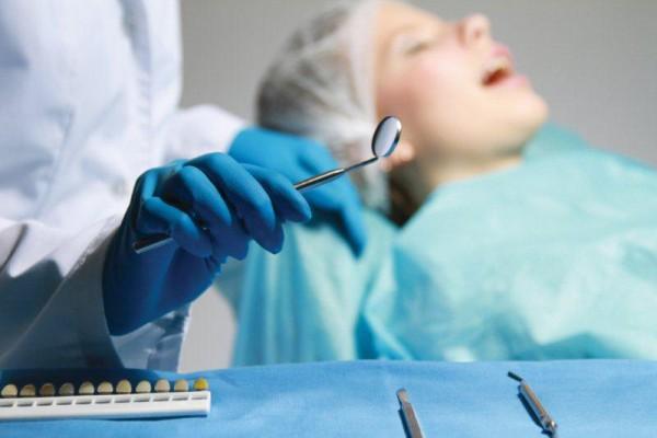 Próchnica popromienna i zmiana koloru zęba po radioterapii