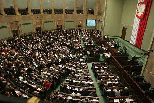 Projekt zmian w ustawie refundacyjnej trafił do Sejmu