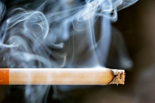 Palenie papierosów ma wpływ na florę bakteryjną jamy ustnej