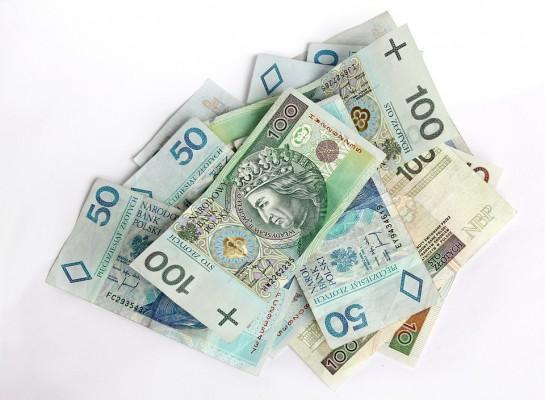 Posłowie pytają o wysokość wynagrodzeń dla lekarzy rezydentów