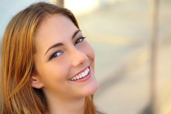 Jak szybko i skutecznie wybielić zęby – 4 najpopularniejsze sposoby