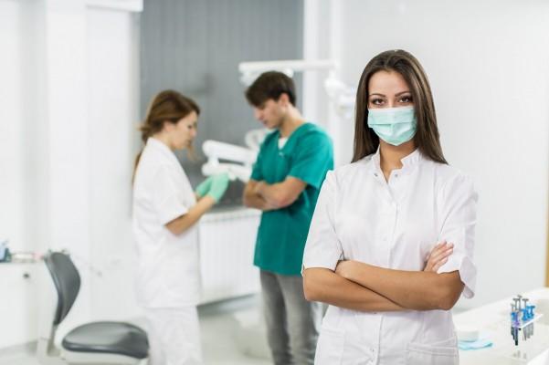 Zagrożenia bakteryjne asystentek w miejscu pracy