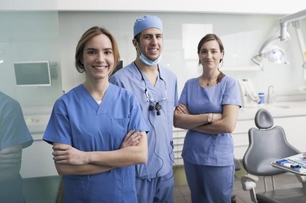 Czy pacjenci odróżniają asystentkę i higienistkę? To wcale nie takie proste