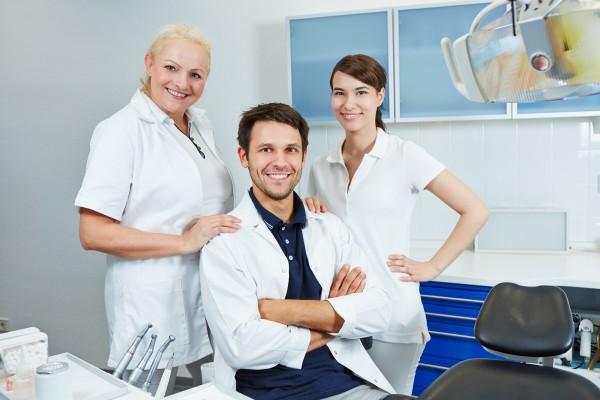Asysta stomatologiczna zasługuje na regularne podwyżki