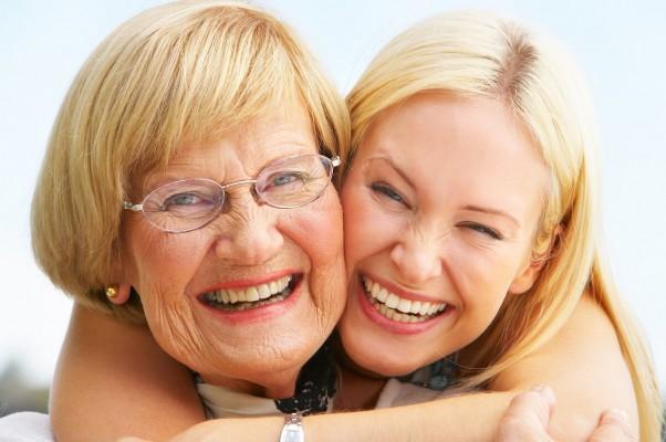Jak dbać o protezę zębową? Poradnik dla pacjentów