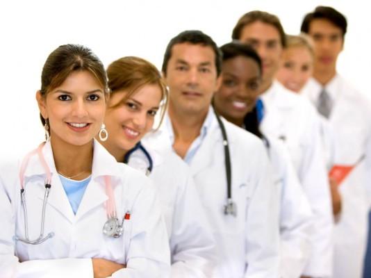 Młodzi lekarze informują posłów o problemach rezydentów