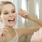 Jak prawidłowo nitkować zęby