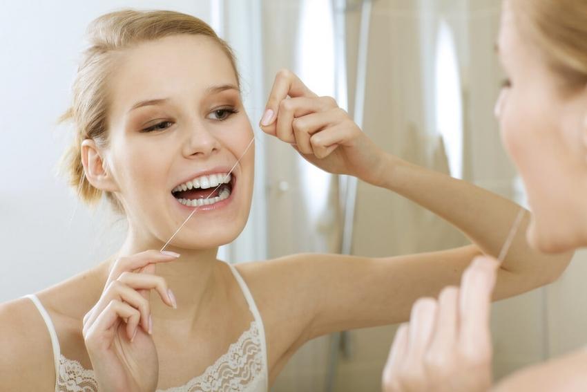 W jaki sposób prawidłowo nitkować zęby? To prostsze, niż myślisz!