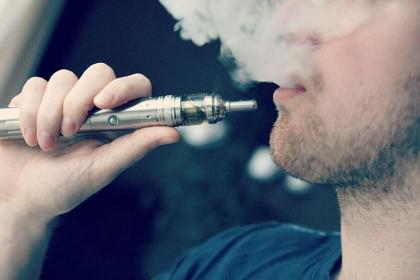 E-papierosy niszczą komórki jamy ustnej