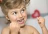 Po co stosować nici dentystyczne? Korzyści jest więcej, niż myślisz