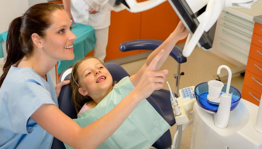 Najlepsza pasta do zębów dla dzieci – z fluorem czy bez?