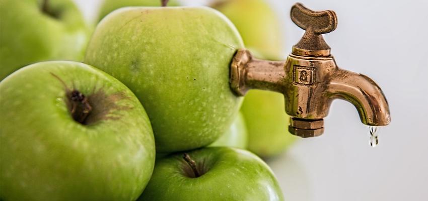 Jabłko czy sok jabłkowy? To wpływa na zdrowie jamy ustnej pacjenta