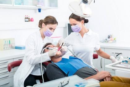 Na czym polega resekcja zęba? Wskazania, przebieg, rekonwalescencja