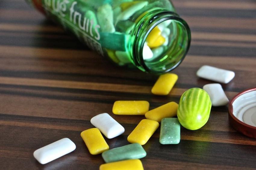 Czy warto żuć gumę? Fakty i mity o gumie do żucia
