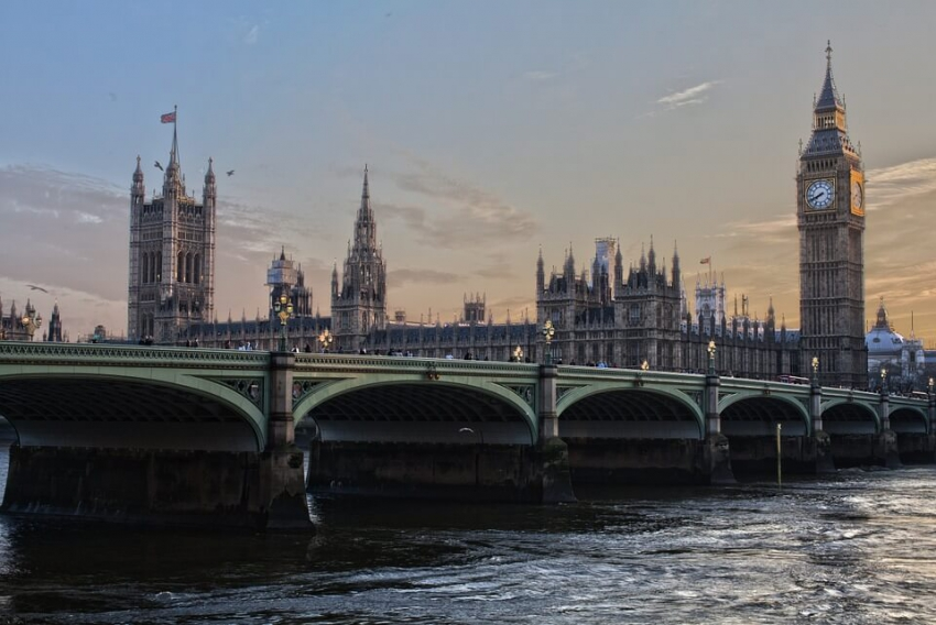 Wielka Brytania: tylko 50% Brytyjczyków regularnie odwiedza dentystę