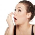 5 sposobów na nieświeży oddech - Dentonet.pl