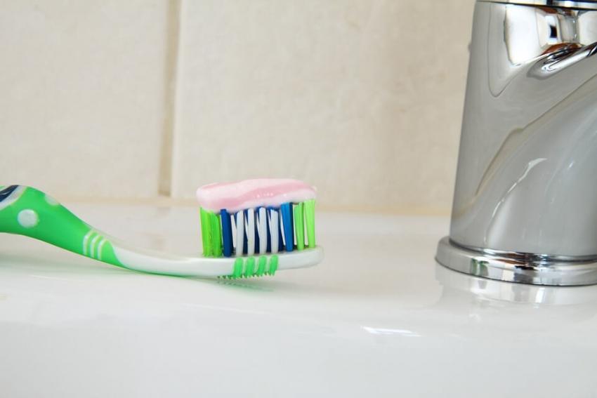 Organiczna pasta do zębów hamuje rozwój szkodliwych bakterii