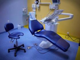 Wspólnika, dobrego dentystę, do kliniki w Warszawie przyjmę.