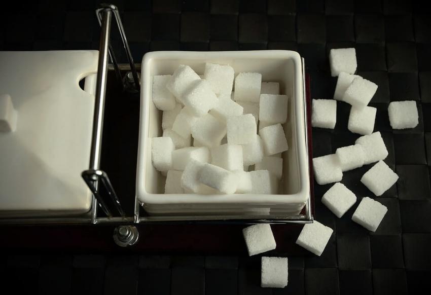 Producenci napojów zapowiadają ograniczenie ilości cukru w swoich produktach