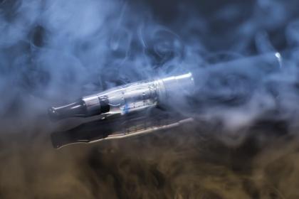 E-papierosy szkodliwe dla jamy ustnej tak, jak tytoń