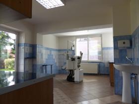 Dom dwupoziomowy, przystosowany do prowadzenia działalności stomatologicznej, wszystkie zgody