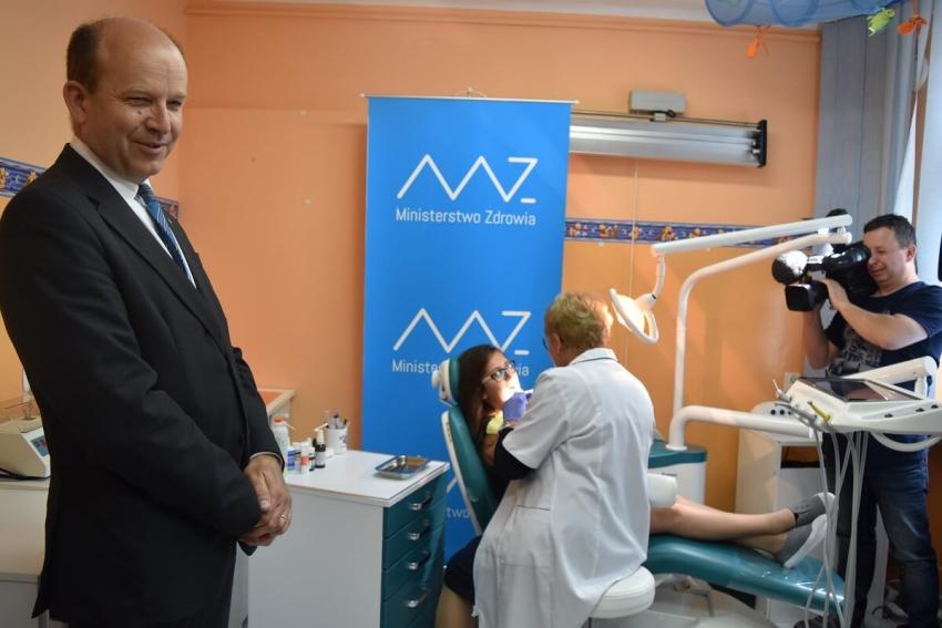 System medycyny szkolnej: będą dentyści w szkołach i dentobusy