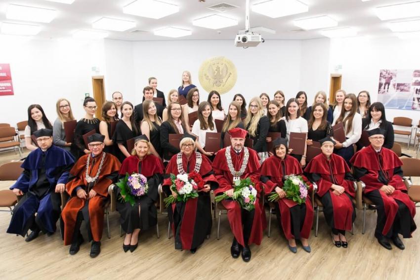 Absolwenci higieny odebrali dyplomy