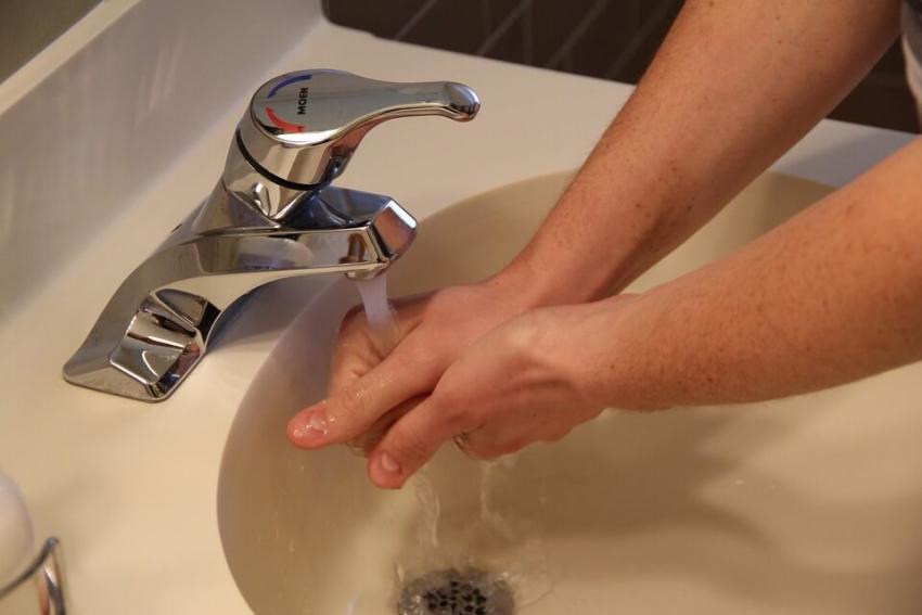 Temperatura wody bez wpływu na skuteczność mycia rąk
