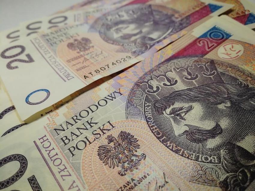 Przepisy o minimalnych pensjach w służbie zdrowia weszły w życie