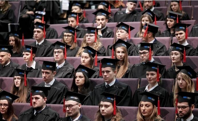 Absolwenci stomatologii z UM w Łodzi otrzymali dyplomy