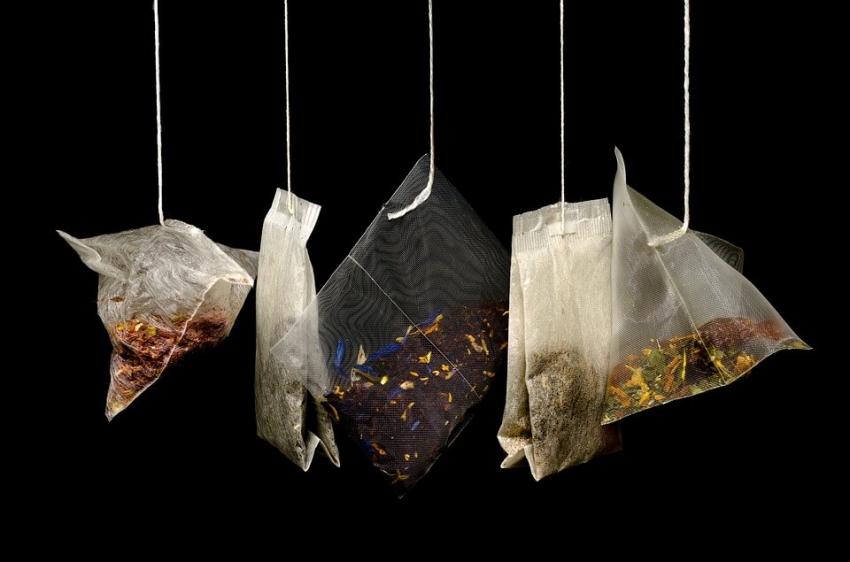 Herbatki owocowe i wody smakowe mogą uszkadzać szkliwo