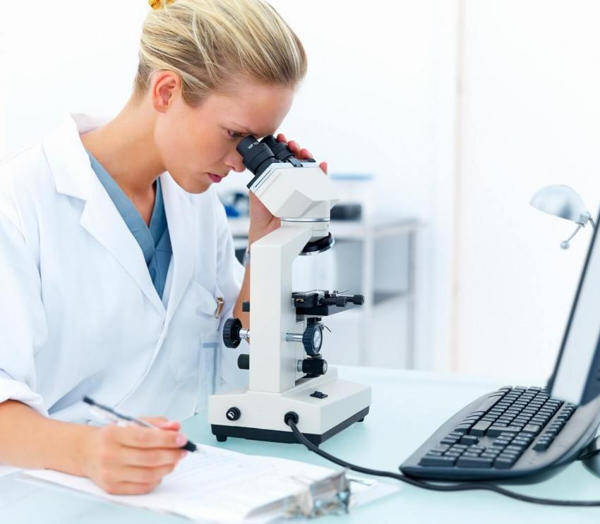 Polscy naukowcy pracują nad innowacyjnym lekiem na raka