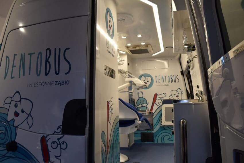 Ministerstwo zdrowia: 300 małych pacjentów w dentobusach
