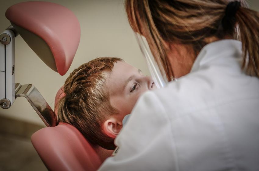 Dentyści wracają do szkół