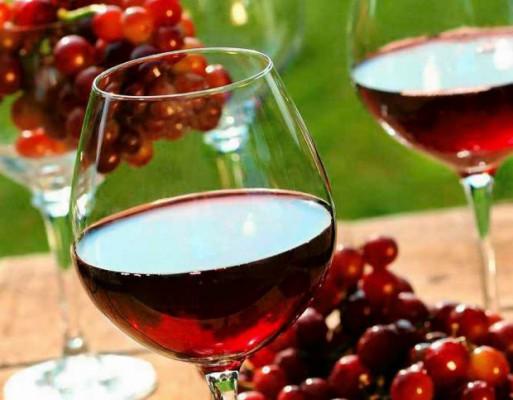 Czerwone wino zapobiega próchnicy