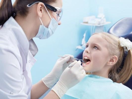 Kontrolne wizyty dziecka u dentysty obowiązkowe?