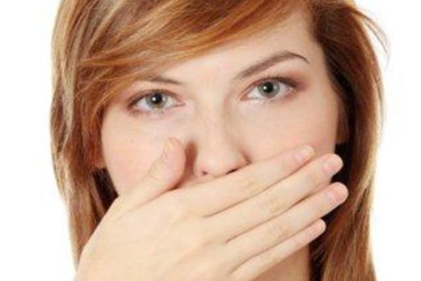 Konsekwencje brzydkiego zapachu z ust