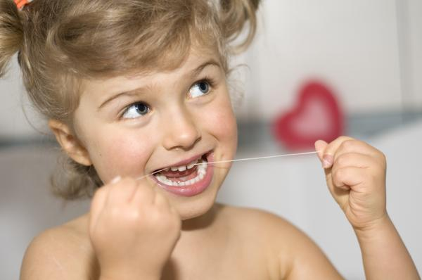 Po co nitkować zęby