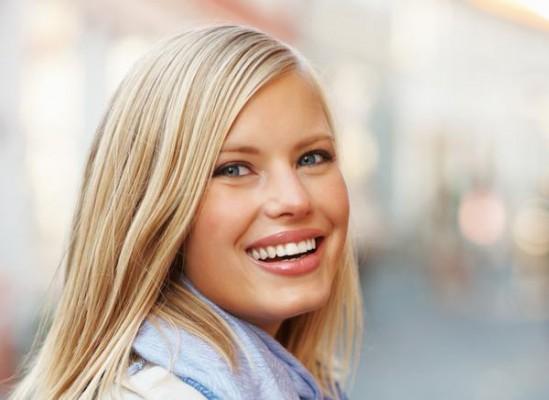 Skąd się biorą przebarwienia na zębach?