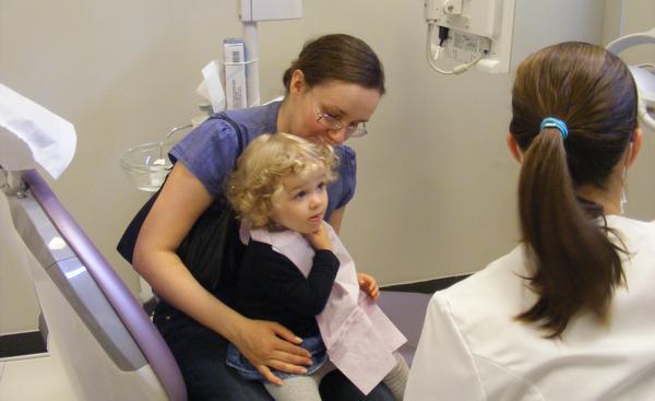 Dziecko boi się dentysty? Odziedziczyło to po rodzicach