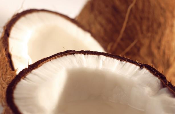 Olej kokosowy zwalczy próchnicę