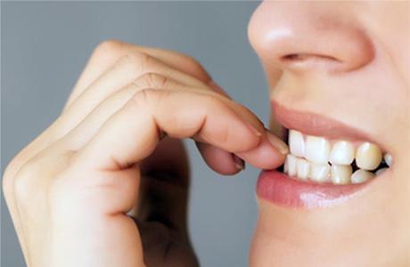 Obgryzasz paznokcie? Uważaj na zęby!