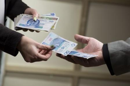 Polacy coraz częściej płacą za leczenie