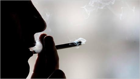 Dzisiaj Dzień Bez Papierosa – rzuć palenie i ocal swoje zęby