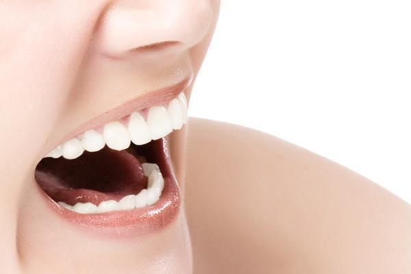 Zdrowy uśmiech to także zadbane usta